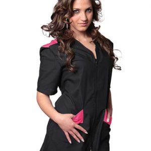 Casacca estetica donna con zip TCD realizzata in poliestere 65% e cotone 35%. Colore nero con riporti fucsia. Ideale per centri estetici e parrucchierie.